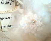 White feathers flowers hairs clip for bride