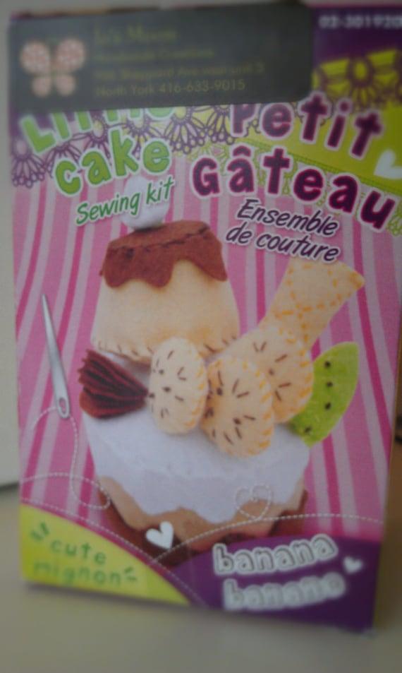 Petit Gateau Mousse Cake with BANANA AND KIWII fruit felt Food .Pretend Play Food
