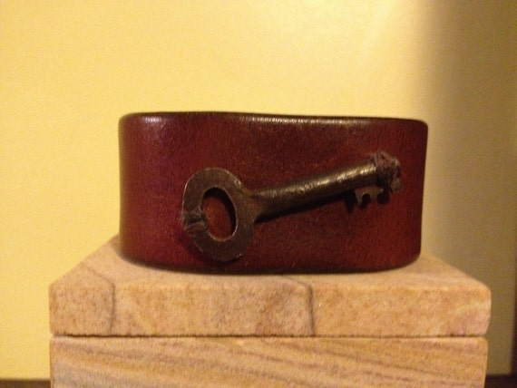 Brown Leather Cuff Bracelet with Vintage Key
