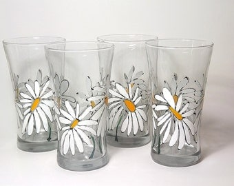 Dancing Daisies Water Glass