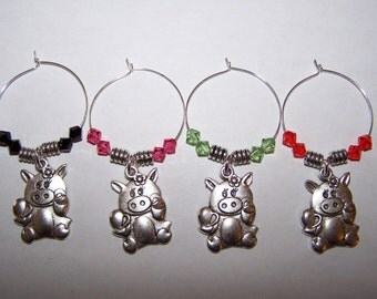 Pig Wine Glass Charms / Pig Drink Markers / Pig Holding Heart / Love Pig