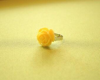 Soft yellow rose flower ring