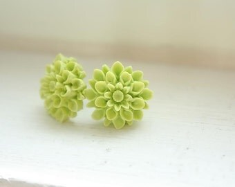 Apple green pompom fiore earrings