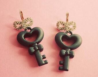 Alice chunky heart keys earrings