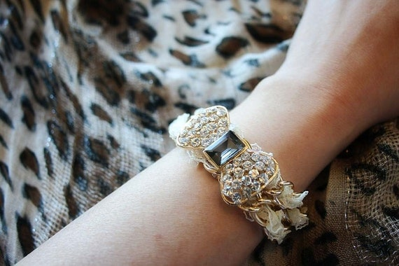 Sparkling bling bow lacey chain bracelet