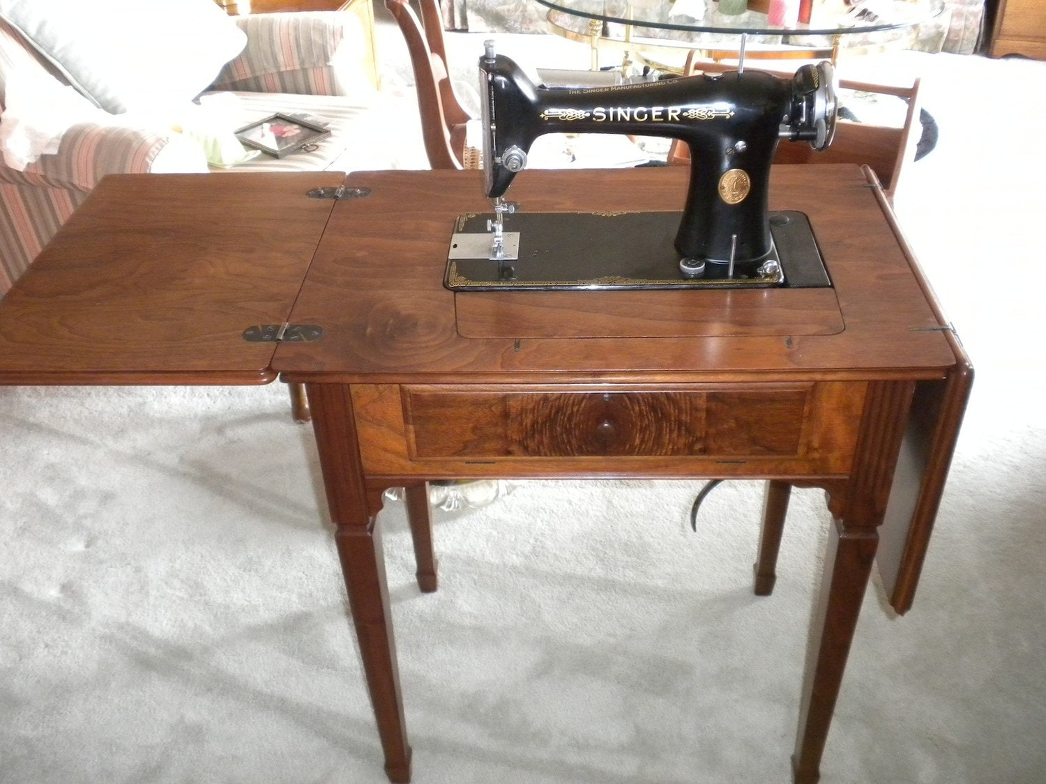 Vintage Singer 101 Sewing Machine and Cabinet Pick-up only