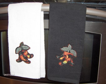 SALE--KITCHEN TOWELS chili peppers