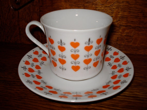 SALE Queen of Hearts 1970s Glass China Vintage Teacup