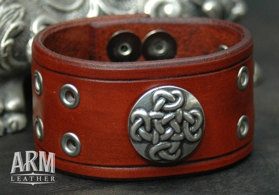 Leather Wristband Celtic Cross Concho