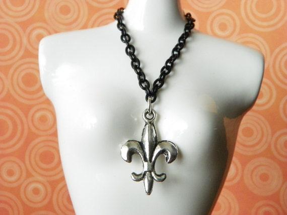 necklace for Blythe Barbie doll black chain with silver fleur de lis charm B172