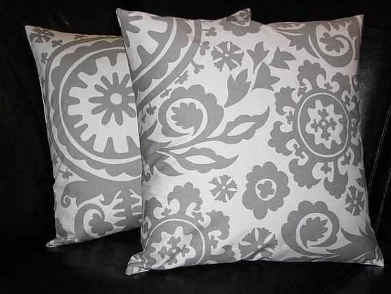 White Throw Pillows Etsy : Items similar to Throw Pillows 18
