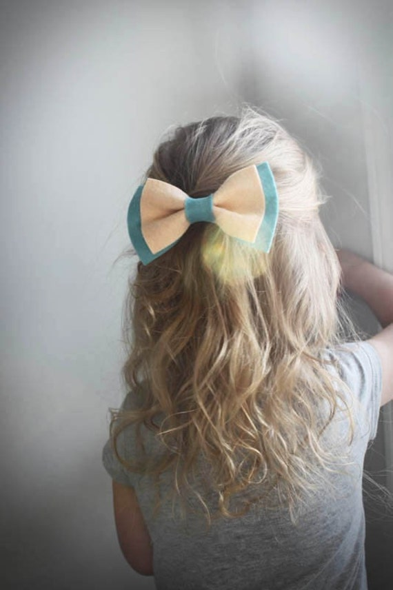 Felt Bow in Peach and Spearmint - Felt Bow Clip . little girl hair accessories . little girl bow . mint . green . hair clip . bow .