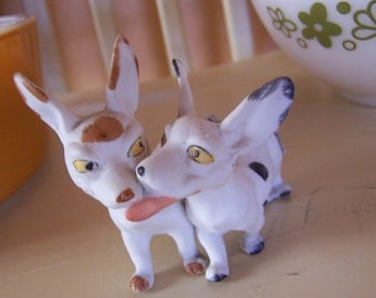 kissing dogs figurine