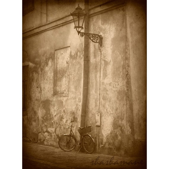 Old bicycle and streetlamp vintage scene 7x5 art photo print, Cracow, Poland