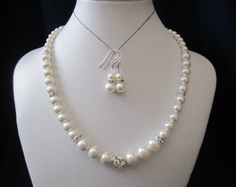 Set of classic wedding jewelry, bridal jewelry, bridesmaid jewelry, pearl necklace, earrings with swarovski pearls and rhinestones