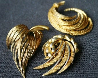 Stunning golden brooches herbarium. Instant collection of 3 vintage jewelry pieces.
