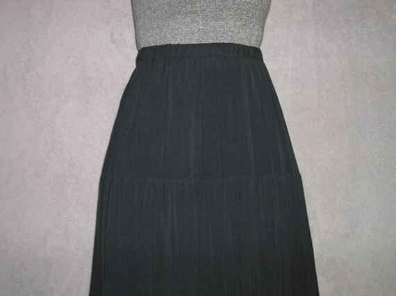Black, elastic waist, tiered skirt