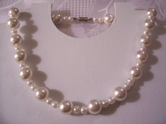 Pearl Bead Necklace Silver Tone Vintage Assorted Sizes Barrel Clasp