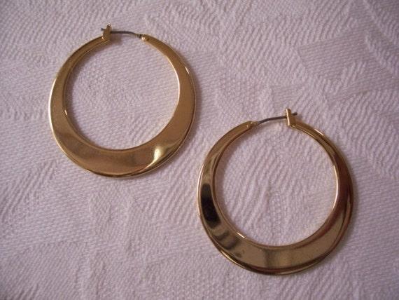 Round Flat Hoop Pierced Earrings Gold Tone Vintage Graduated Circles Large Dangles