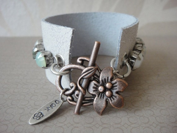 Boho Chic leather cuff bracelet with genuine Swarovski chrystals in bronze chrysolite an a mix of whites