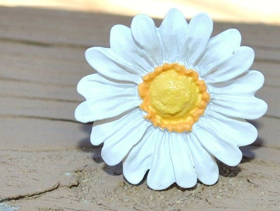 Adjustable White Daisy Ring CLEARANCE