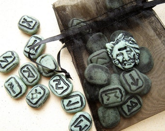 Rambling Runes set 7- a traveling divination set