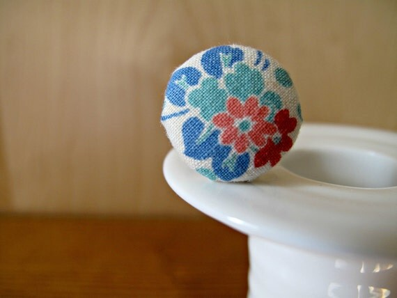 SALE All Buttoned Up: fabric-covered button ring made with vintage fabric - red, pink, green and blue flowers