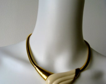 Vintage Signed Trifari Lucite White and Gold necklace