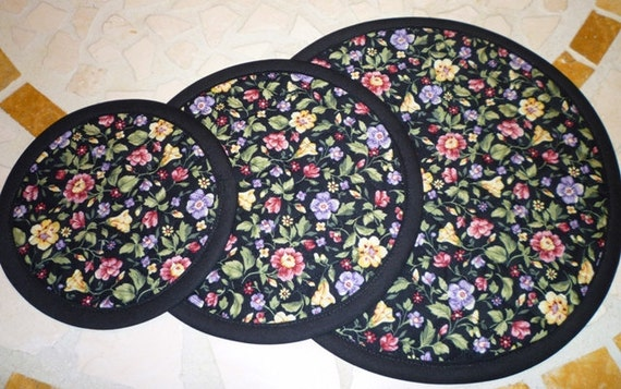 Quilted Cozy for Fry Pans - Pot Holder - No More Scratches Fry Pan Storage - Fry Pan Cozys  in Black and Pink Floral - Set of 3 Sizes
