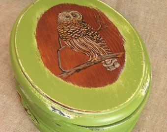 Oval Wood Box with Owl in Linden Green / Keepsake or Trinket Box for Him or Her in Green Ivy