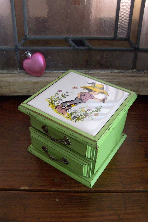 Sweet Trinket / Jewelry Box in Shabby Green Apple
