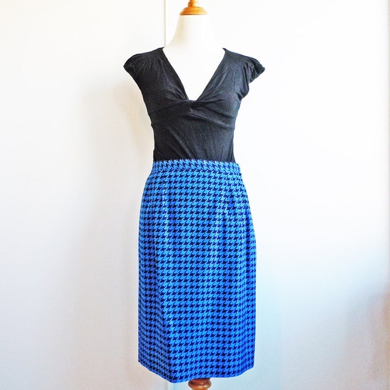 Vintage 1980s royal blue and black houndstooth checked silk pencil skirt by Anne Crimmins for Umi Collections