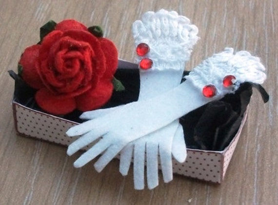 Dolls house miniature accessories Ladies White Gloves in Gift Box 1 1/2 scale