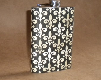Black and Beige Fleur-de-Lis Print Stainless Steel 8 Ounce Flask