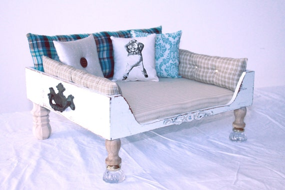 Dog bed bed cat bed vintage shabby chic by designercraftgirl for Schon diy shabby chic pet bed