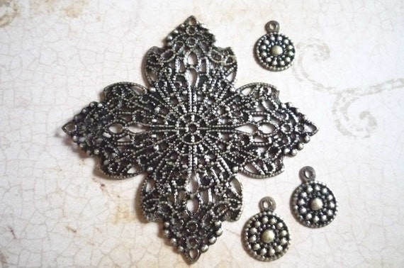 SALE: Floral Diamond Filigree Base & Round Disc Charms Set in Antiqued Brass Qty 4 pieces