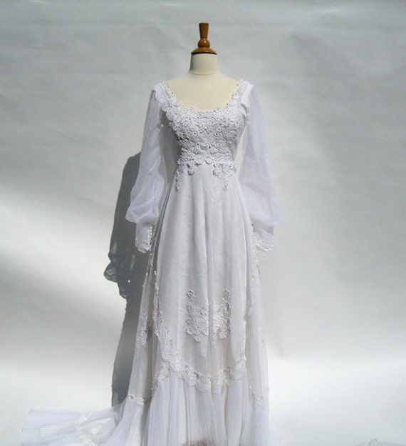 1970s Wedding dress - white gown size small- Alfred Angelo