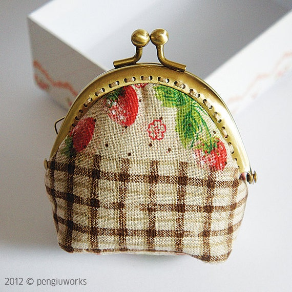 Coin Purse // strawberry // Beige // Mixed pattern