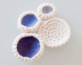 FREE SHIPPING. Brooch crochet circles with colored felt .