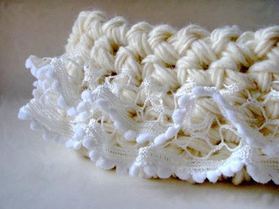 White Baby nest Cocoon a Newborn Basket perfect for Baby Photo prop White newborn nest Newborn Blanket Baptism Swaddle Sack Merletto