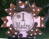 Number One Madre pin back badge great for mothers day