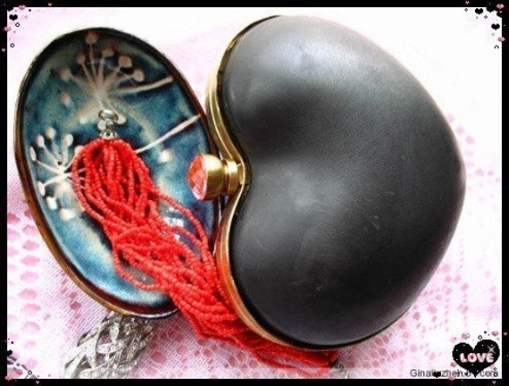 13.5x12.5cm (5 1/4 x 5 inch) heart-shape dressing case with artifical diamond metal purse frame (polished antique brass-blue diamond)-1set