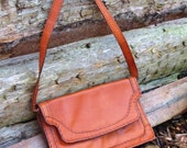 Vintage 1970s Brown Tan Messenger Shoulder Handbag Leather