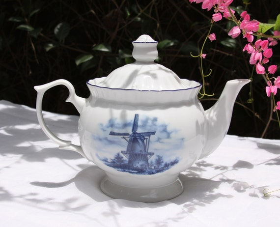 Der Steege bv Delft Blauw Handdecorated in Holland Teapot