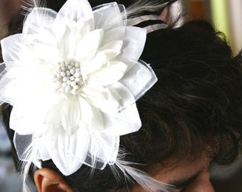 Fancy Off White Fabric Flower Headband With Feathers For Weddings Events Parties Bridal Wear Bridesmaids Gift Sweet 16 Prom