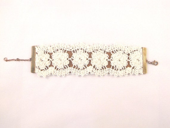 Lace Leather Bracelet - A romantic combination of white lace flowers with brown leather