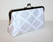 Clutch bag in classic white
