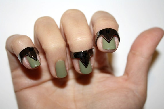 nail triangle rings