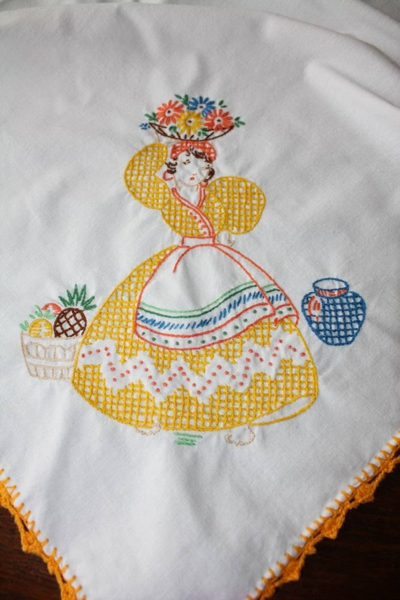 Vintage mexican embroidered tablecloth tea luncheon size x