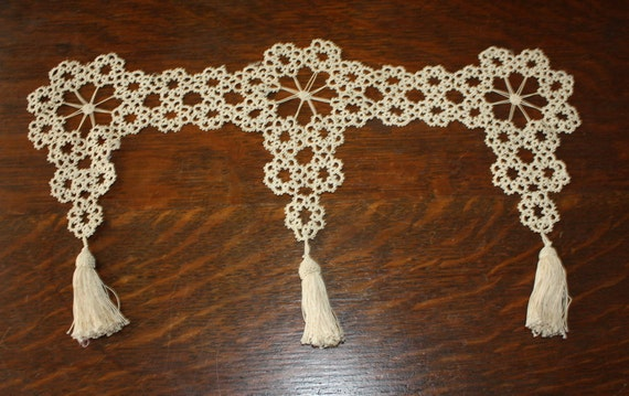 Vintage Hand Tatted Lace Swag Trim With Tassels Ecru 18 Inches